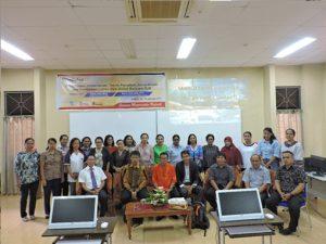 Foto bersama Pimpinan Fakultas, Jurusan Matematika, Narasumber dan para peserta perempuan