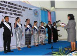 Delapan Dokter Baru Lulusan ke-10, dilantik dan lafalkan sumpahnya.